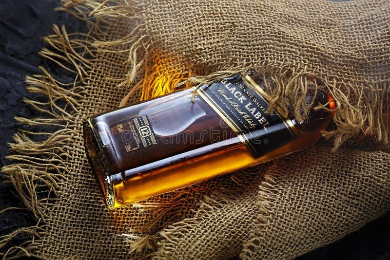 Uísque, etiqueta preta, garrafa, luxo, álcool, projeto da arte, anunciando a foto fotos de stock royalty free