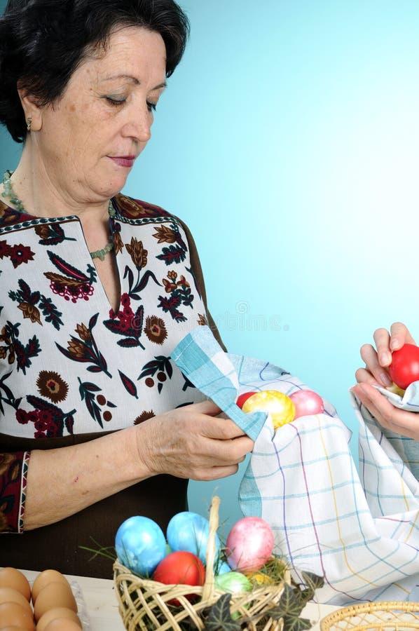 Download Ułożenia Easter Jajek Biała Kobieta Zdjęcie Stock - Obraz złożonej z ludzie, easter: 13327142