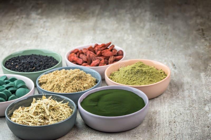 Ułożony organicznie super jedzenie obrazy royalty free