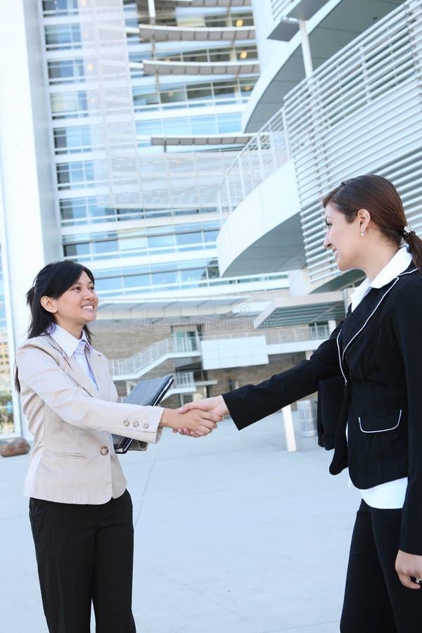 uścisk dłoni biznesowa kobieta obrazy stock