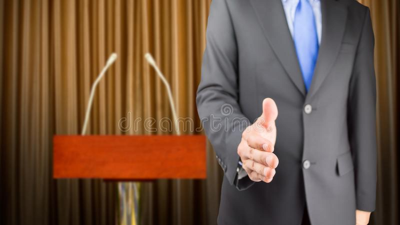 Uścisk dłoni na nim! zdjęcia royalty free