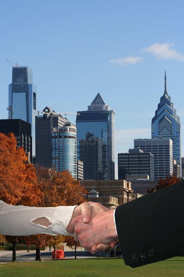 uścisk dłoni Philadelphia linia horyzontu zdjęcia royalty free
