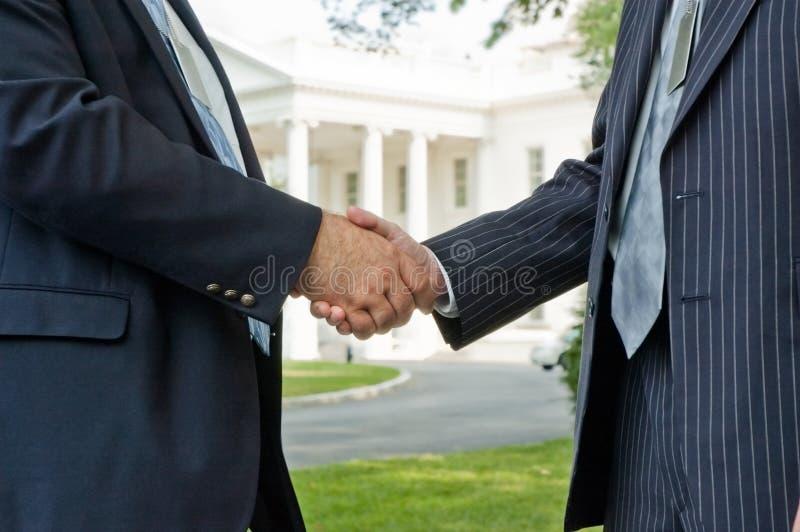 uścisk dłoni polityczny obraz royalty free