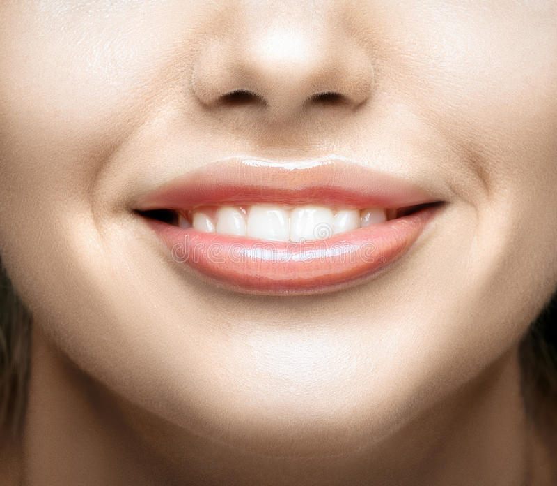 uśmiechów zamknięci zdrowi zęby up kobiety zdjęcie stock