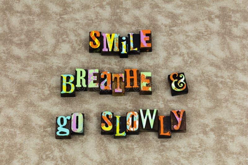 Uśmiech oddycha iść wolno naprzód obrazy stock