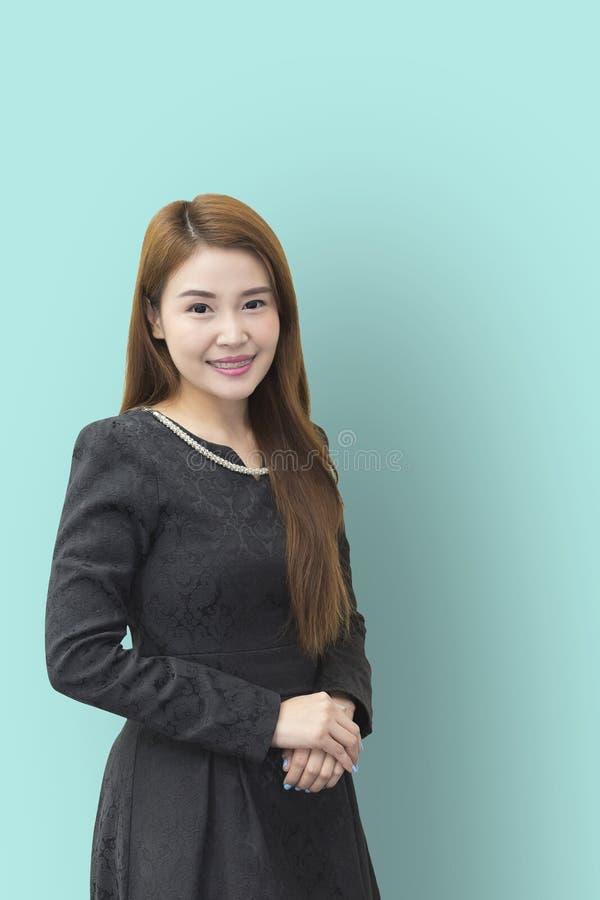 Uśmiech twarz ładny Azjatycki biznesowych kobiet stać obrazy stock