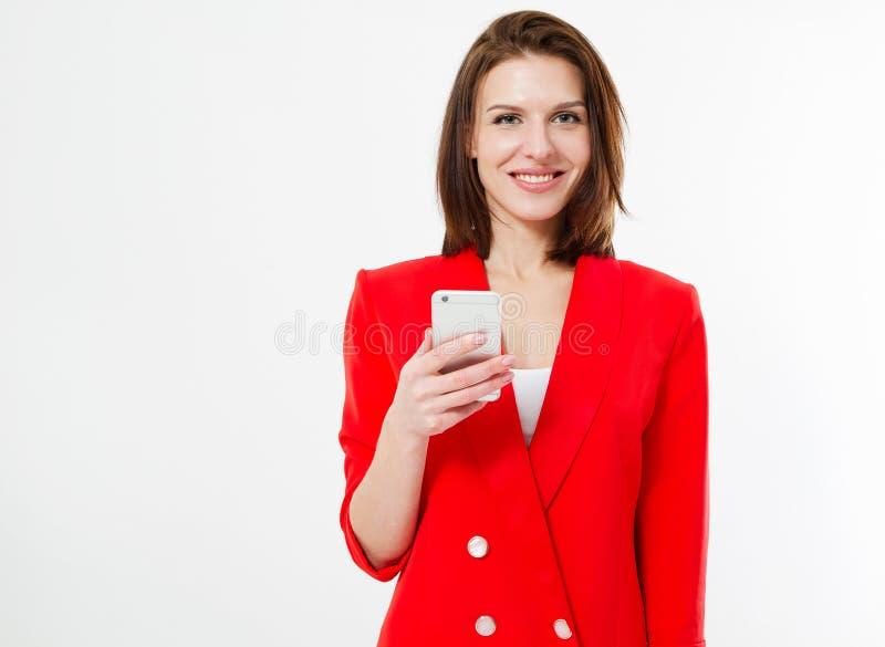 Uśmiecha się żydowskiej kobiety, dziewczyna chwyta telefon komórkowy odizolowywający na białym tle, kopii przestrzeń obraz royalty free