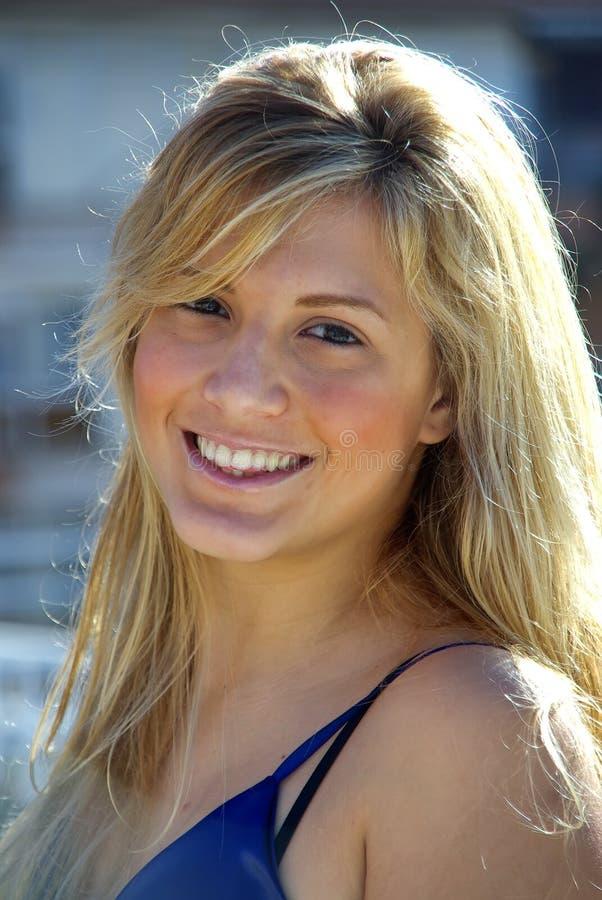 uśmiechnięci blondynek potomstwa zdjęcie royalty free