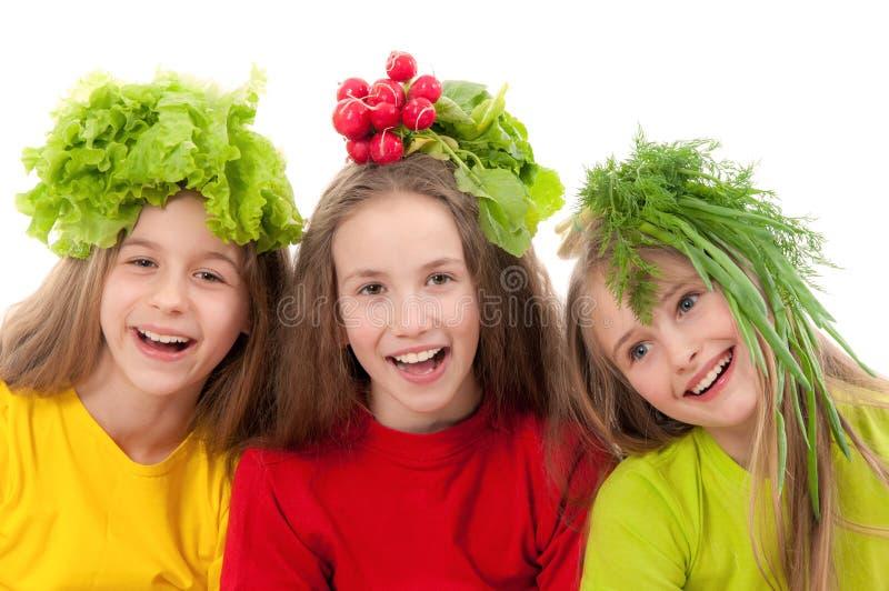 Uśmiechnięci dzieci z warzywami obrazy stock