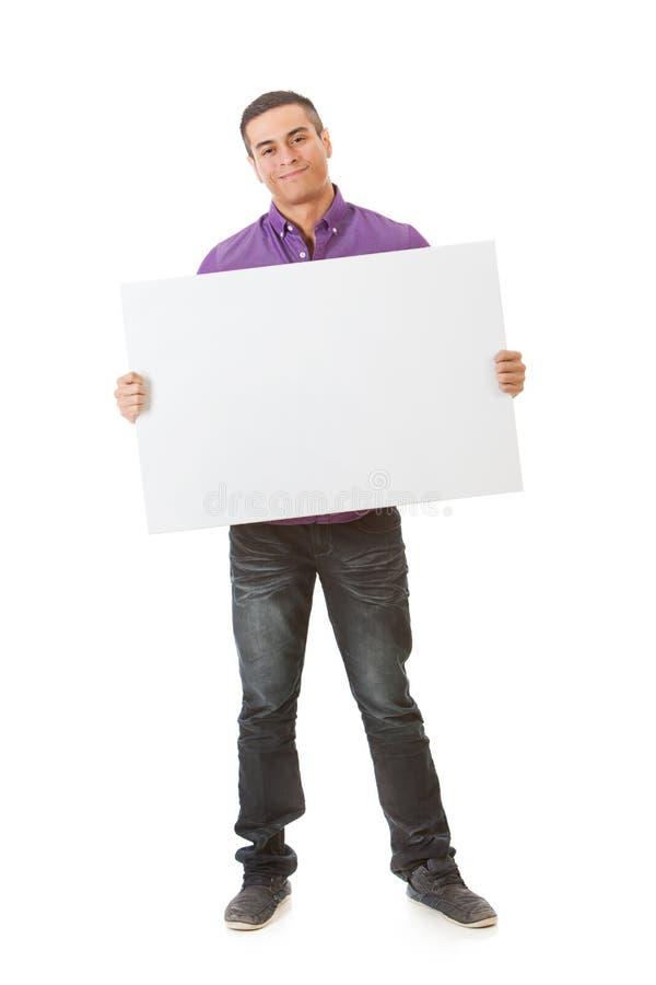 Uśmiechnięci mężczyzna stojaki Z Pustą biel kartą obrazy royalty free