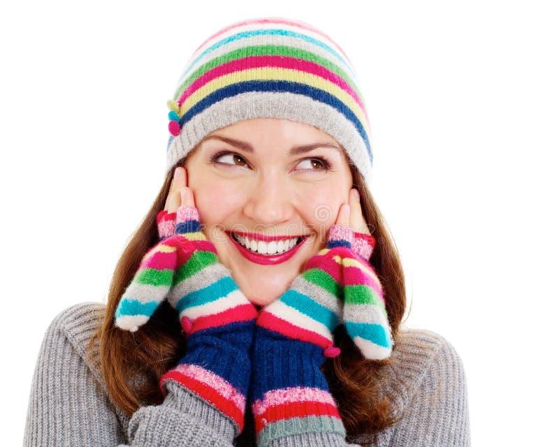 Uśmiechnięta ładna dziewczyna w mitynkach i kapeluszu obraz stock
