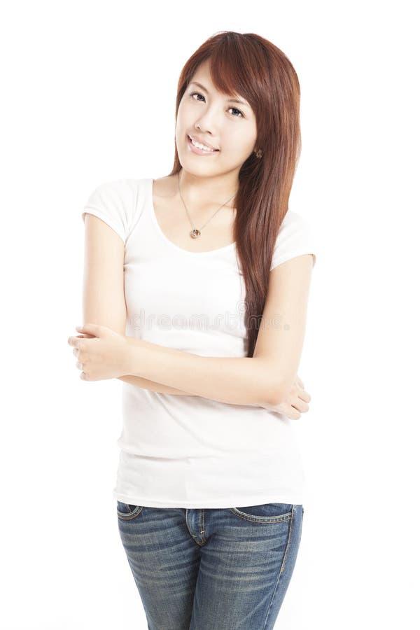 Uśmiechnięta azjatykcia młoda kobieta zdjęcie stock