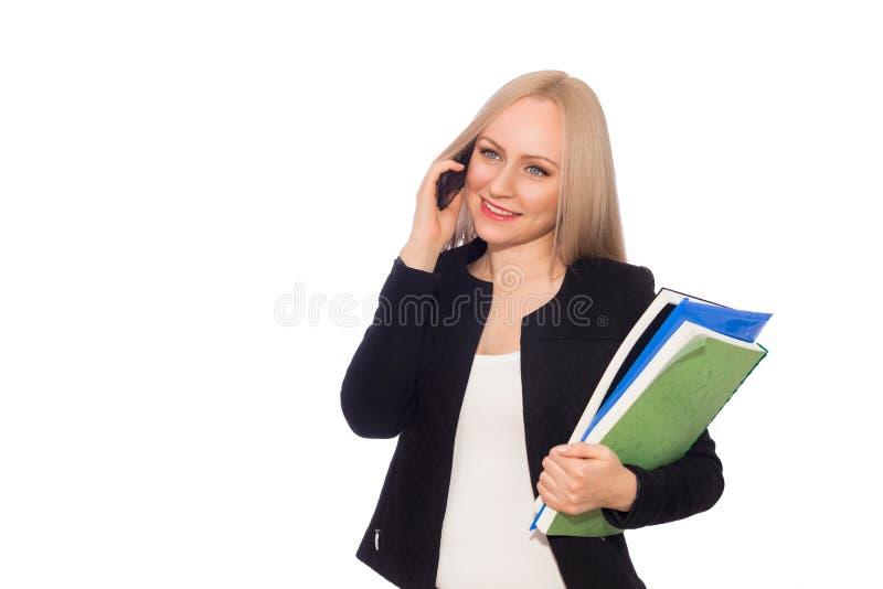 Uśmiechnięta biznesowa kobieta z falcówkami i telefonem fotografia royalty free