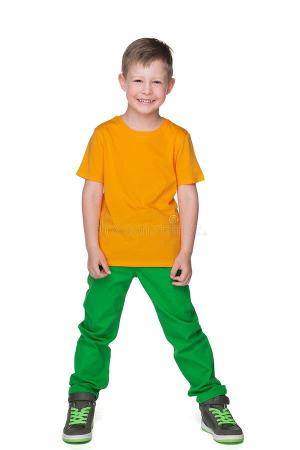 Uśmiechnięta chłopiec w żółtej koszula obrazy royalty free