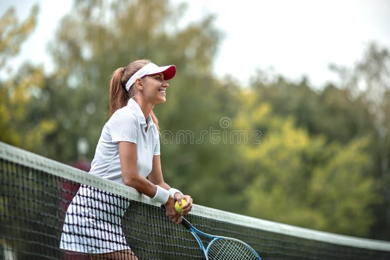 Uśmiechnięta kobieta w mundurze obrazy stock