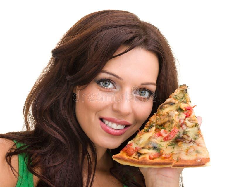 Uśmiechnięta kobieta z dużą pizzą odizolowywającą na bielu zdjęcia royalty free