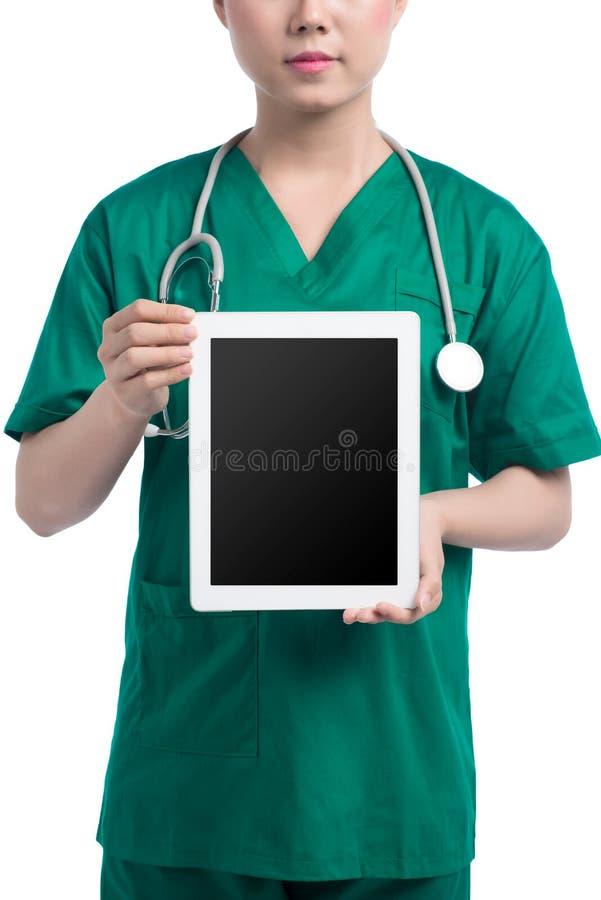 Uśmiechnięta kobiety lekarka, pielęgniarka z pastylka komputerem osobistym lub fotografia royalty free