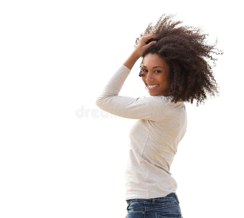 Uśmiechnięta młoda amerykanin afrykańskiego pochodzenia kobieta obrazy royalty free