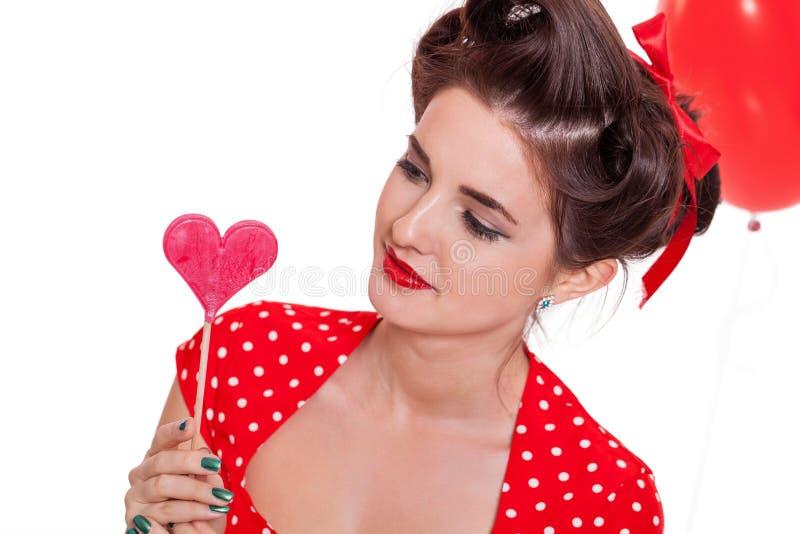 Uśmiechnięta młoda atrakcyjna dziewczyny kobieta z czerwonymi wargami odizolowywać zdjęcia stock