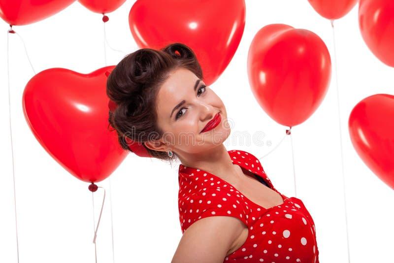 Uśmiechnięta młoda atrakcyjna dziewczyny kobieta z czerwonymi wargami odizolowywać zdjęcia royalty free