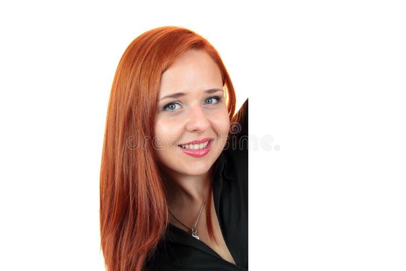 Uśmiechnięta młoda biznesowa kobieta pokazuje pustego sztandar obraz stock