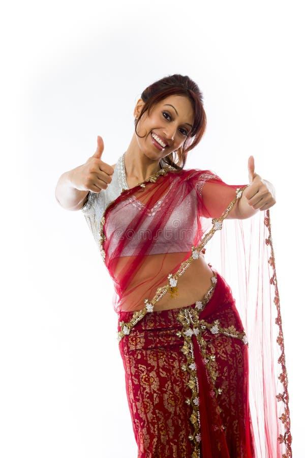 Download Uśmiechnięta Młoda Indiańska Kobieta Pokazuje Kciuk Up Podpisuje Z Oba Rękami Zdjęcie Stock - Obraz złożonej z widok, ręka: 41951620