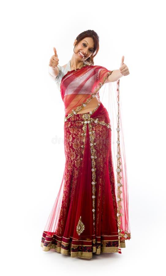 Download Uśmiechnięta Młoda Indiańska Kobieta Pokazuje Kciuk Up Podpisuje Z Oba Rękami Zdjęcie Stock - Obraz złożonej z ręki, rozochocony: 41951760
