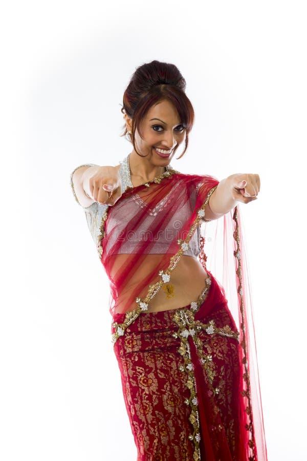Download Uśmiechnięta Młoda Indiańska Kobieta Wskazuje W Kierunku Kamery Od Oba Ręk Obraz Stock - Obraz złożonej z osoba, tylko: 41951611