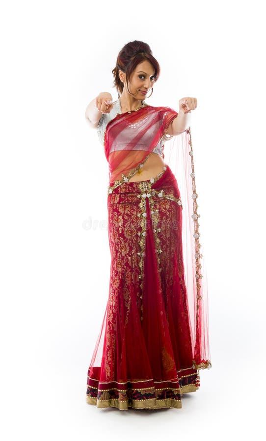 Download Uśmiechnięta Młoda Indiańska Kobieta Wskazuje W Kierunku Kamery Od Oba Ręk Zdjęcie Stock - Obraz złożonej z cięcie, osoba: 41951748