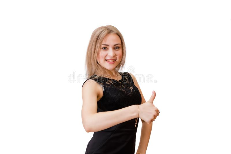 Uśmiechnięta młoda kobieta z blondynem daje aprobatom zdjęcie stock