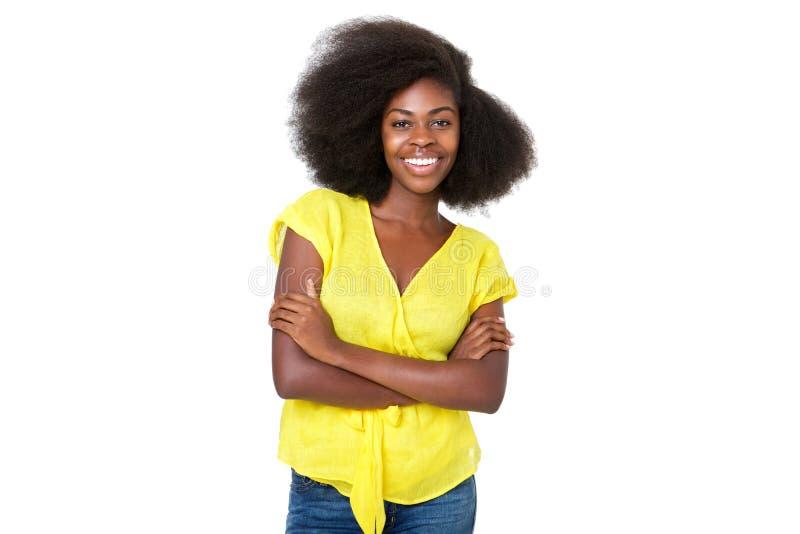Uśmiechnięta młoda murzynka przeciw odosobnionemu białemu tłu obraz stock