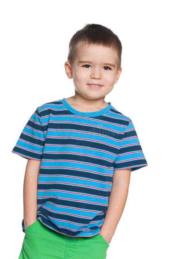 Uśmiechnięta mała chłopiec w pasiastej koszula fotografia royalty free