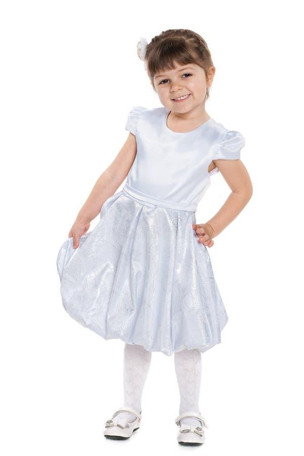 Download Uśmiechnięta Mała Dziewczyna Przeciw Bielowi Zdjęcie Stock - Obraz złożonej z dzieciniec, portret: 41951584