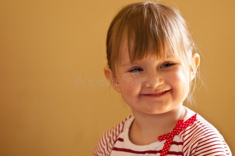 Uśmiechnięta mała dziewczynka fotografia stock