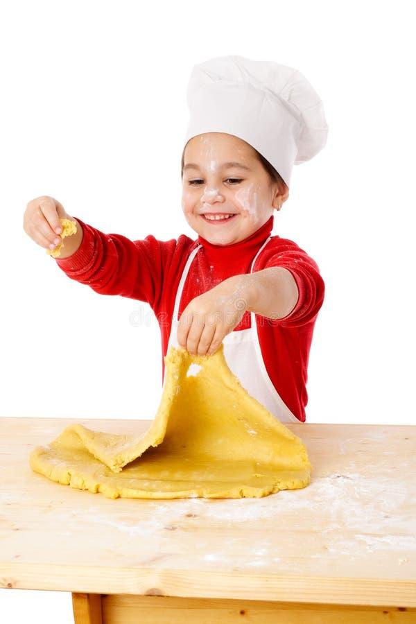 Mała dziewczynka ugniata ciasto zdjęcie royalty free