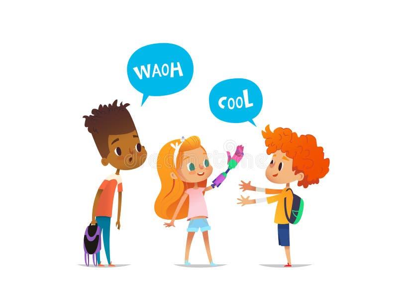 Uśmiechnięta miedzianowłosa dziewczyna demonstruje zdziweni przyjaciele jej nową sztuczną rękę, dzieci podziwia je Szczęśliwy dzi royalty ilustracja