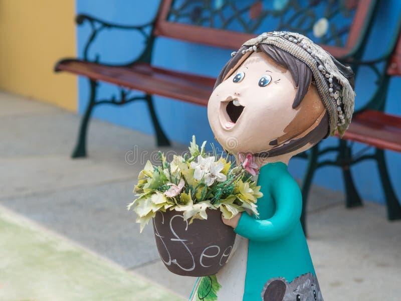 Uśmiechnięta mile widziany dziewczyny lala fotografia royalty free