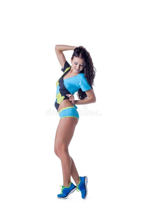 Uśmiechnięta sportowa brunetka odizolowywająca na bielu obrazy royalty free