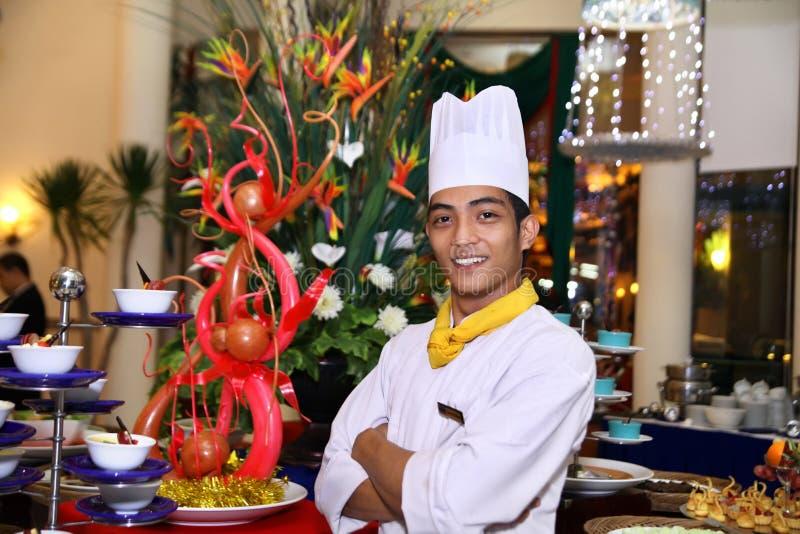 uśmiechnięta szef kuchni praca obraz royalty free obraz