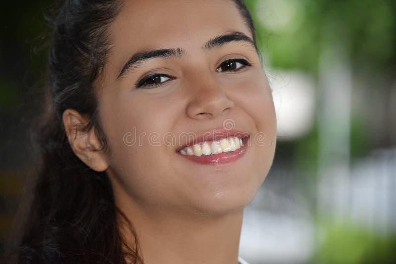Uśmiechnięta twarz Śliczny Żeński młodzieniec zdjęcia stock