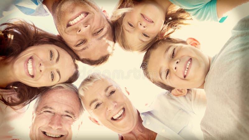 Uśmiechnięta wielo- pokolenie rodzina obrazy royalty free