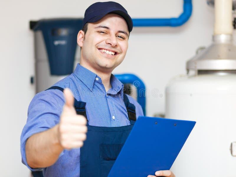 Uśmiechnięte technika naprawiania aprobaty zdjęcia royalty free