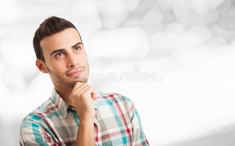 Uśmiechniętego młodego człowieka przyglądający up obrazy stock