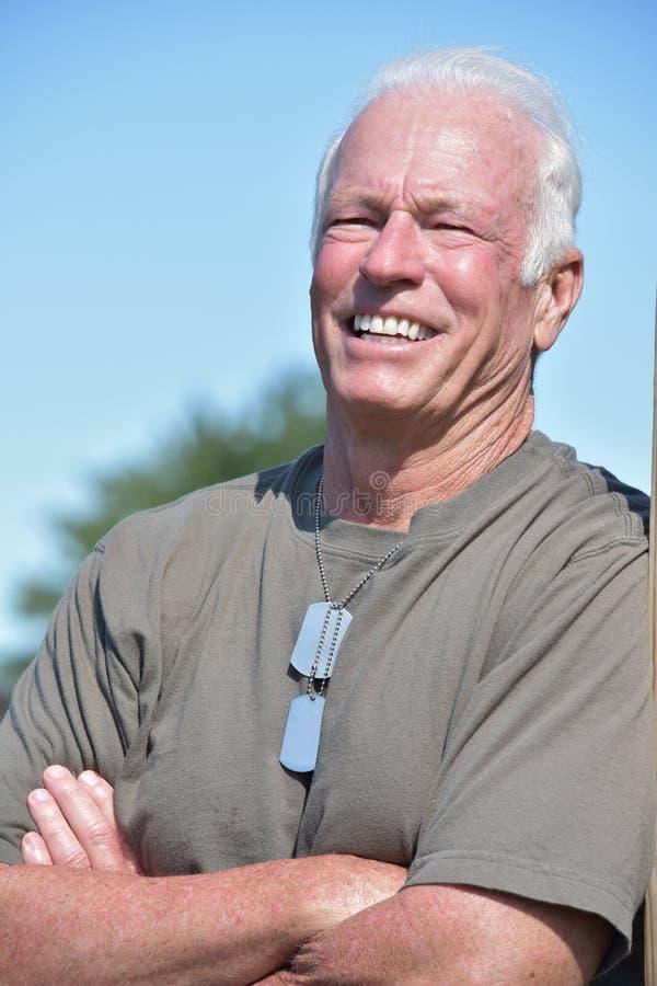 Uśmiechniętego wojska Starszy Męski weteran zdjęcia royalty free