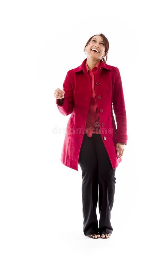 Download Uśmiechniętej Indiańskiej Młodej Kobiety Przyglądający Up I Główkowanie Zdjęcie Stock - Obraz złożonej z etnocentryzm, antycypacja: 41950238