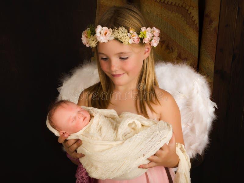 Uśmiechnięty anioł w narodzenie jezusa scenie zdjęcia royalty free