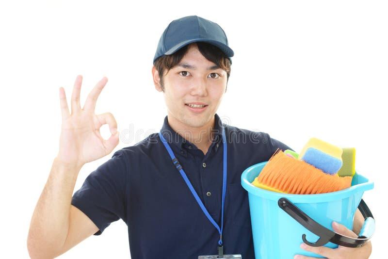 Uśmiechnięty Azjatycki janitor zdjęcie stock