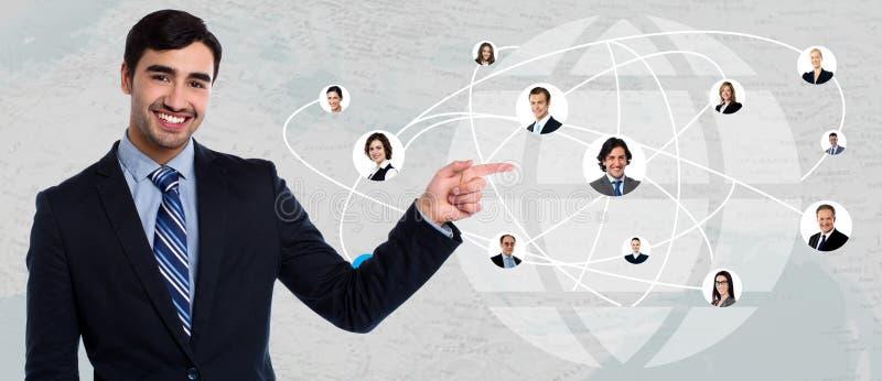 Uśmiechnięty biznesmen z sieć przyjaciółmi obraz stock