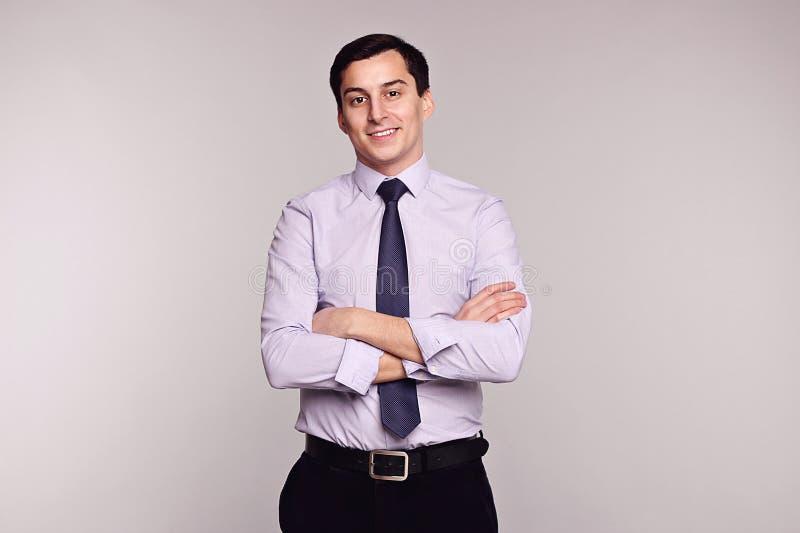 Uśmiechnięty biznesowy mężczyzna w formalnej odzieży sukces zdjęcie stock