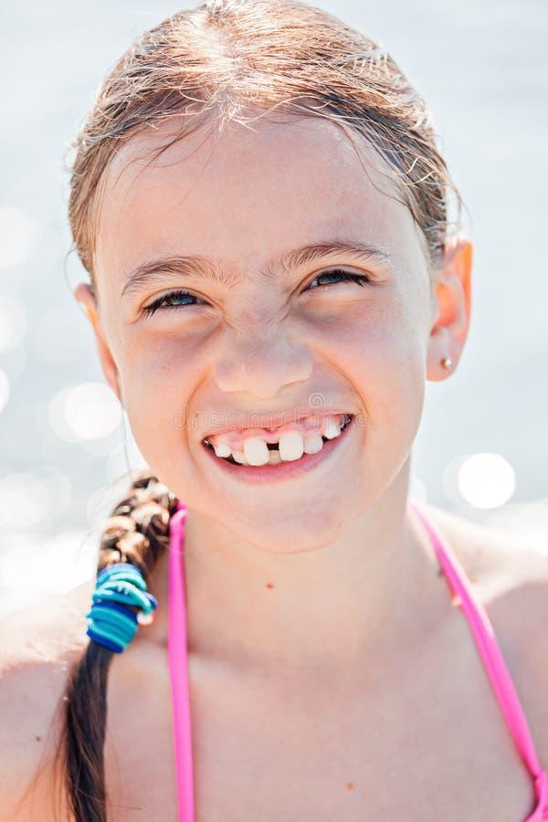 Uśmiechnięty dziecko na plaży obraz royalty free